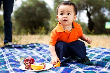 toddler-on-picnic-blanket