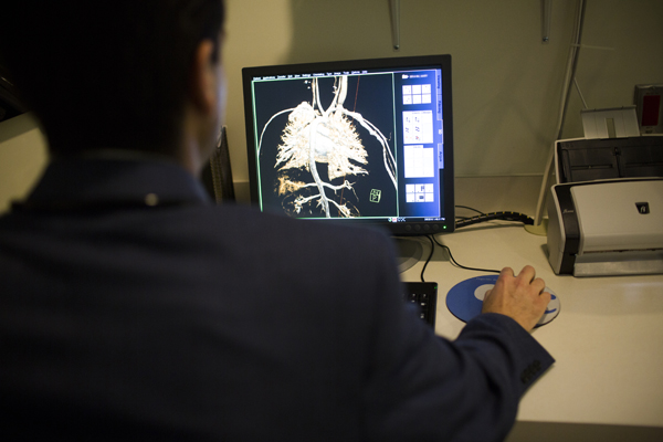 Man looking at screen for cardiodiagnostics