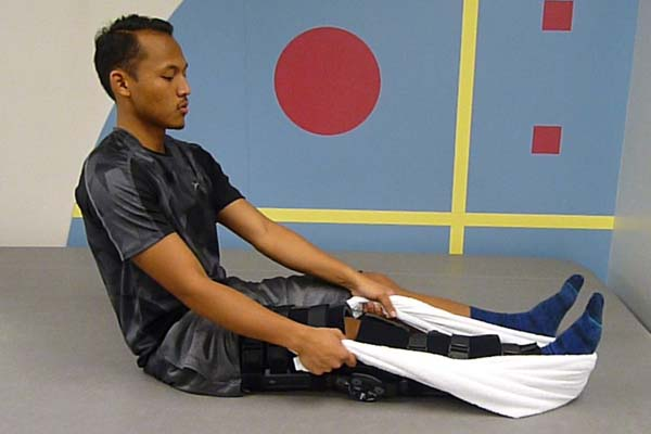 acl-exercises-long-sitting-towel-calf-stretch-1