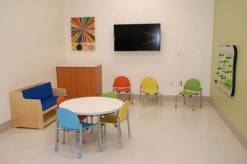 Table and chairs in the activity room of the Tidwell Procedure Center