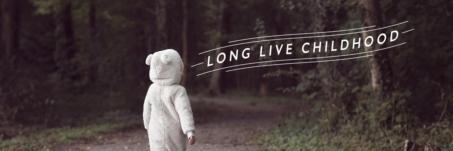Child walking in the woods - Long Live childhood