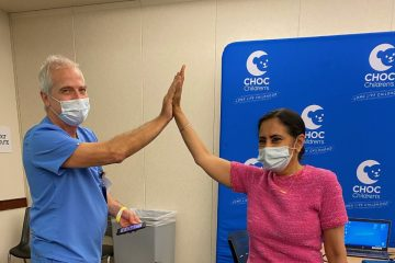 Drs. Arrieta and Singh get vaccinated.